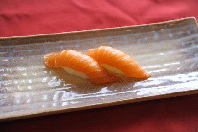 Sake Sushi (Salmon)